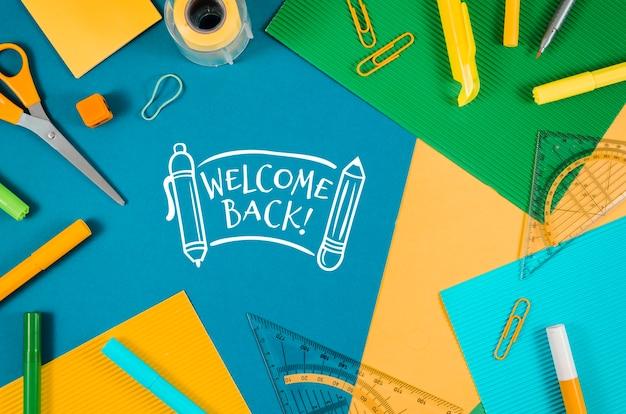 Appartement plat retour à l'école avec des fournitures Psd gratuit