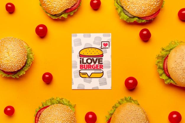 Arrangement De Burgers Et Maquette De Tomates Psd gratuit