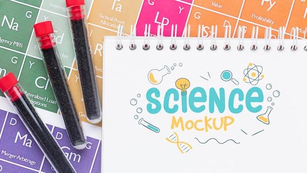 Arrangement D'éléments Scientifiques Avec Maquette De Bloc-notes Psd gratuit