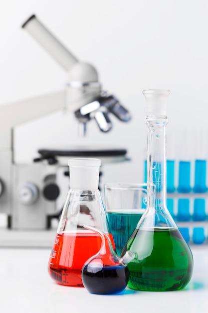 Arrangement D'éléments Scientifiques Avec Microscope Psd gratuit