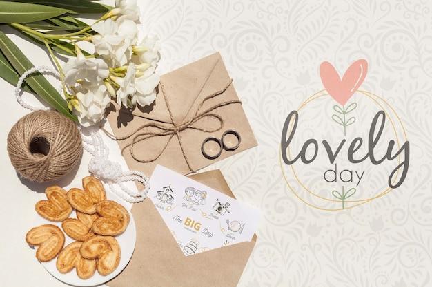 Arrangement D'enveloppe De Papier De Mariage Avec Lettrage Psd gratuit