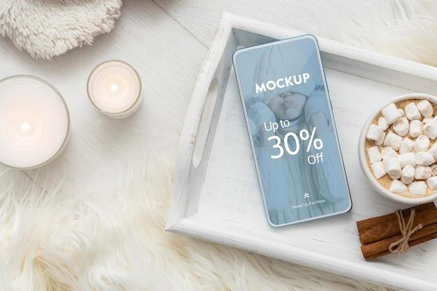 Arrangement Hygge D'hiver Avec Maquette De Téléphone PSD Premium
