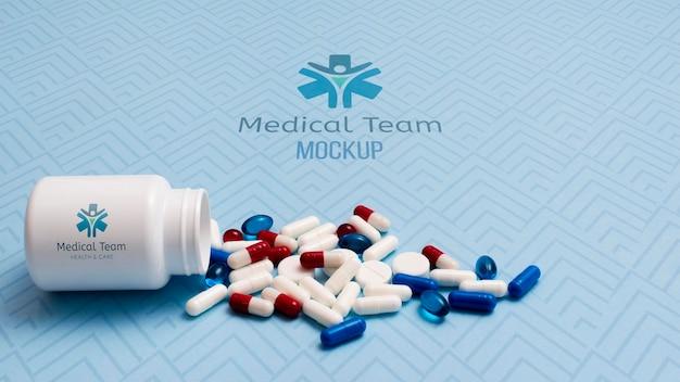 Arrangement De Pilules Avec Récipient Psd gratuit