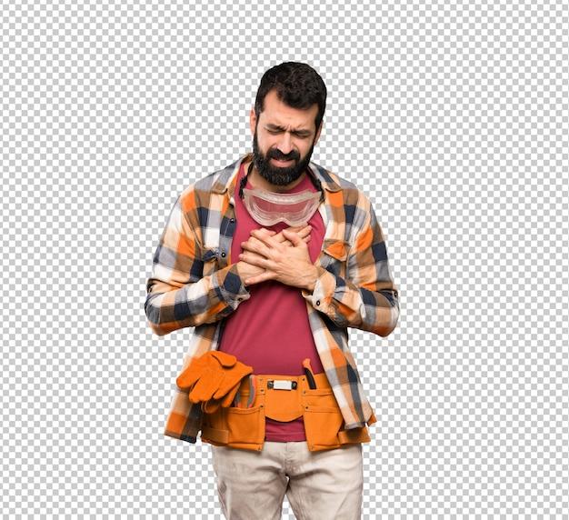 Artisan homme ayant une douleur au coeur PSD Premium