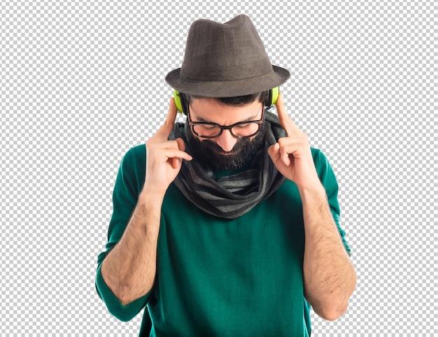 Artiste écoutant de la musique PSD Premium