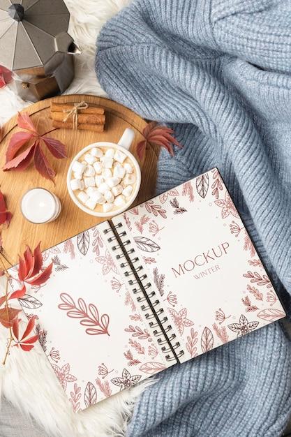 Assortiment D'hygiène D'hiver Avec Maquette De Cahier Psd gratuit