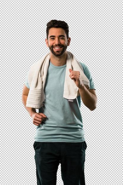 Athlétique jeune homme en cours d'exécution et souriant PSD Premium