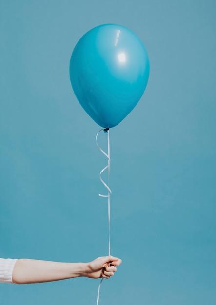 Ballon D'hélium Sur Une Ficelle Psd gratuit