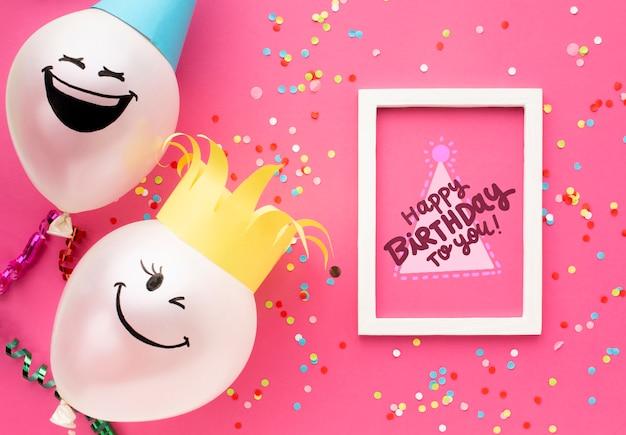 Ballons D'anniversaire Avec Lettrage Blanc Psd gratuit
