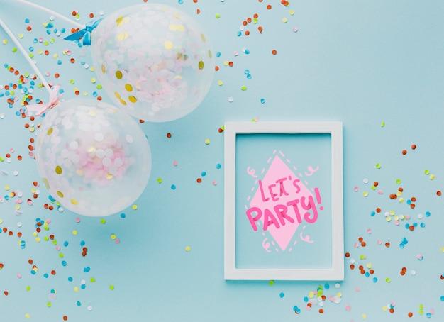 Ballons Vue De Dessus Avec Des Confettis Colorés Psd gratuit