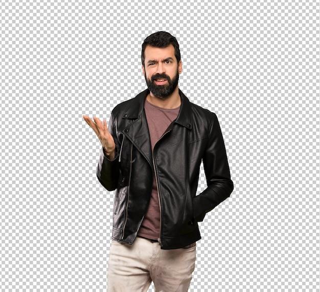 Bel homme à la barbe geste de doutes PSD Premium