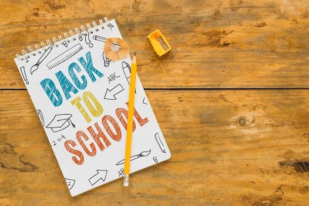 Bloc-notes avec le concept de retour à l'école Psd gratuit