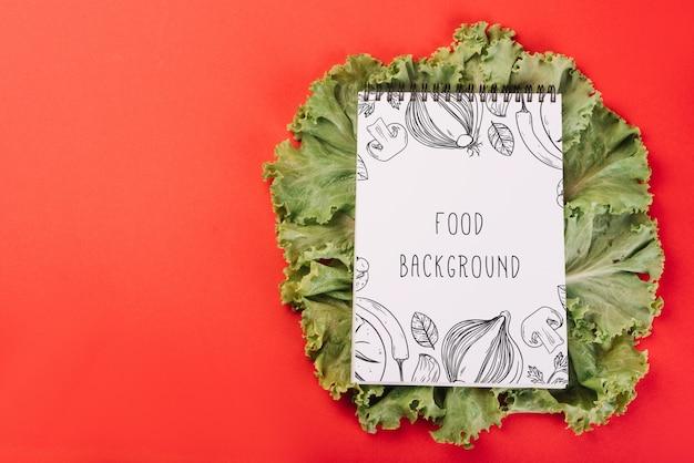 Bloc-notes maquette sur la salade Psd gratuit