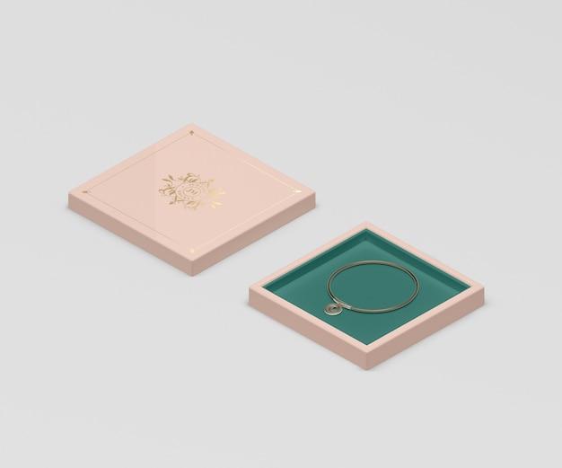 Boîte à bijoux rose avec petit bracelet en or Psd gratuit