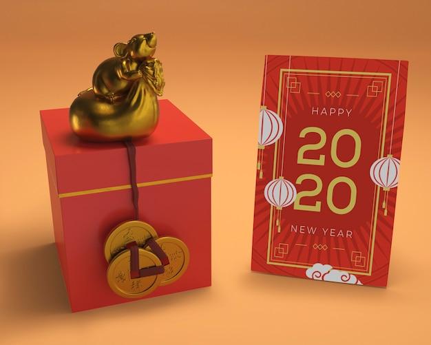 Boîte-cadeau Et Carte De Voeux Sur La Table Psd gratuit