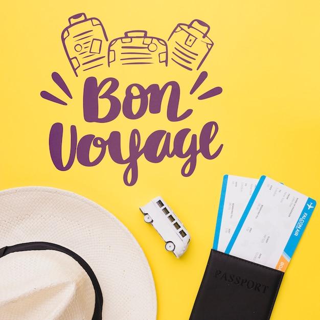 Bon voyage, inscription avec camionnette, passeport et chapeau Psd gratuit