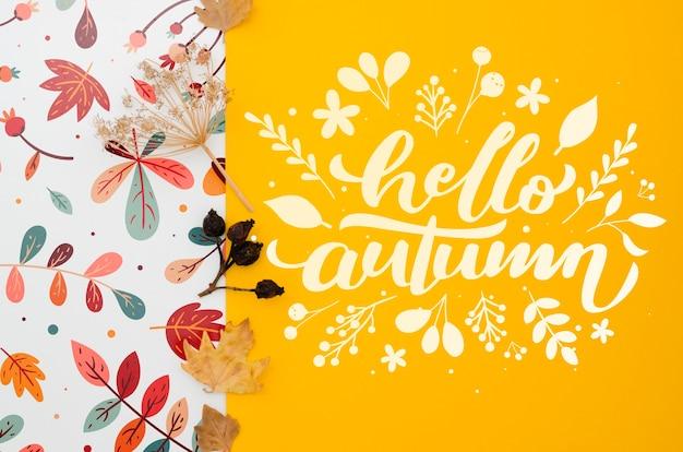 Bonjour lettrage d'automne sur fond jaune Psd gratuit