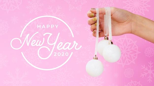 Bonne Année 2020 Avec Boule De Noël Blanche Sur Fond Rose PSD Premium