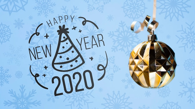 Bonne Année 2020 Avec Boule De Noël Dorée Sur Fond Bleu Psd gratuit