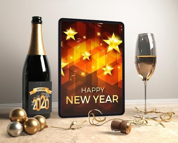 Bouteille De Champagne Sur Table Avec Des Verres Préparés Psd gratuit