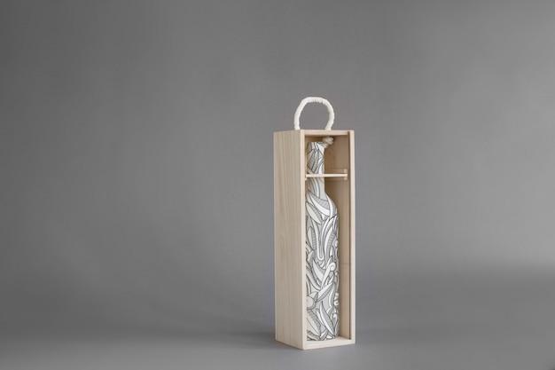 Bouteille de vin dans la maquette d'une boîte en bois Psd gratuit