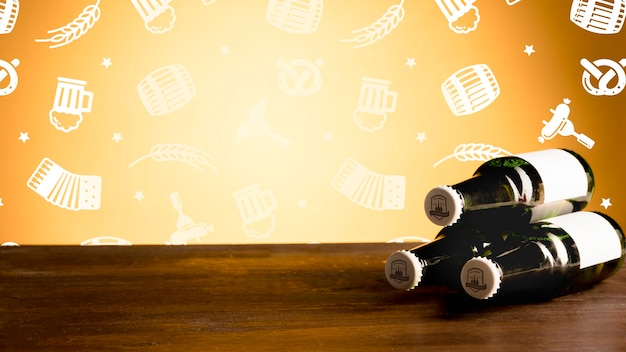 Bouteilles de bière sur une maquette de table en bois Psd gratuit