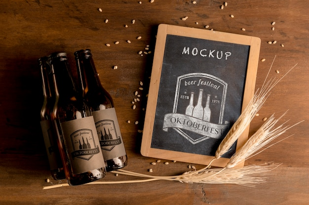 Bouteilles de bière oktoberfest concept et blé Psd gratuit