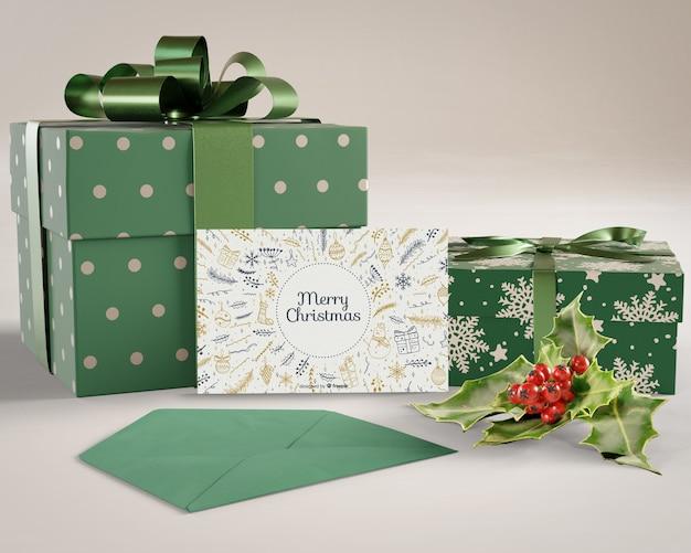 Cadeaux et carte de noël préparés Psd gratuit