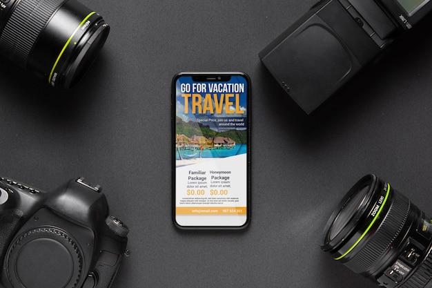 Cadre D'appareils Photo Avec Téléphone Au Milieu Psd gratuit