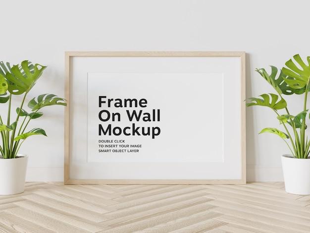 Cadre En Bois Appuyé Sur Une Maquette De Mur PSD Premium