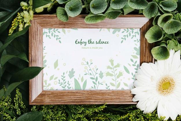 Cadre élégant Entouré De Plantes Psd gratuit