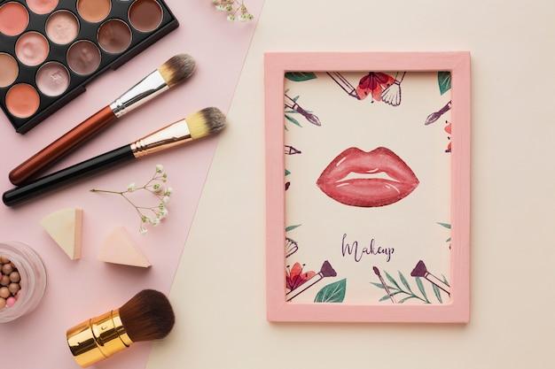 Cadre avec maquette de concept de maquillage Psd gratuit