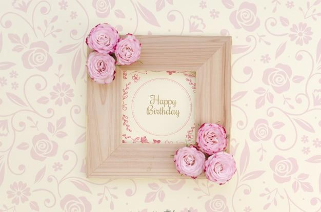 Cadre De Maquette Joyeux Anniversaire Avec Des Fleurs Psd gratuit
