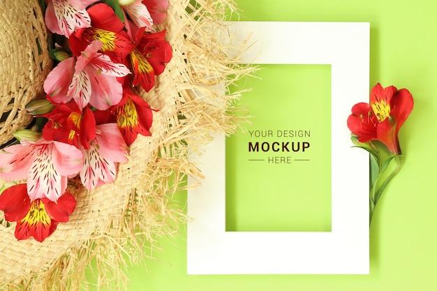 Cadre De Maquette Plat Avec Chapeau De Paille Décoré De Fleurs Tropicales PSD Premium
