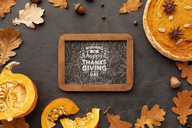 Cadre de thanksgiving avec les feuilles d'automne des arbres Psd gratuit