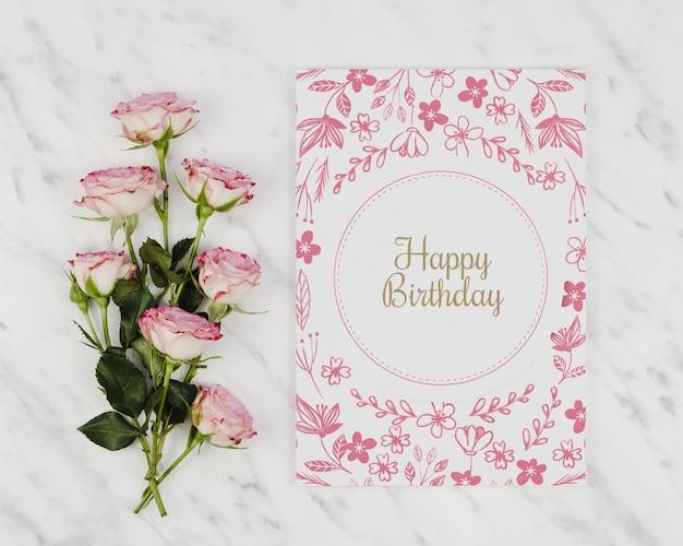 Carte De Joyeux Anniversaire Et Bouquet De Roses Psd Gratuite