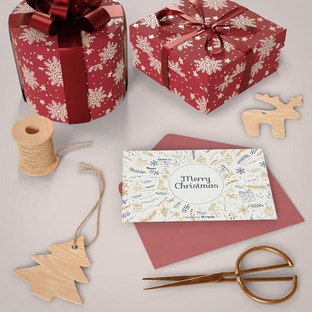 Carte De Noël Avec Des Cadeaux à Côté Psd gratuit