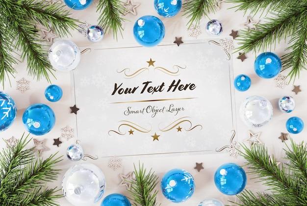 Carte De Noël Sur Une Surface En Bois Avec Des Ornements De Noël PSD Premium
