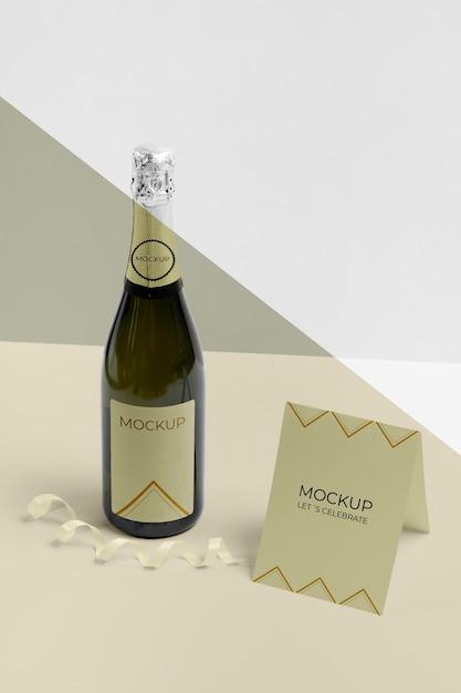 Carte De Vue élevée Avec Maquette De Bouteille De Champagne Psd gratuit