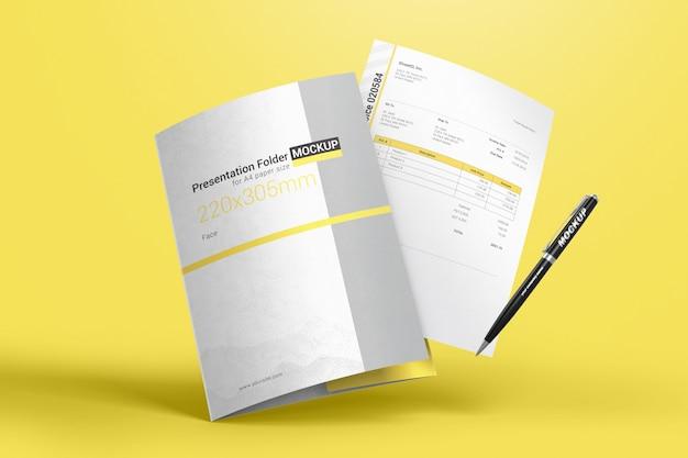 Chemise volante pour papiers avec maquette de 4 feuilles et stylo PSD Premium