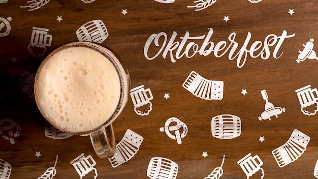 Chope de bière oktoberfest avec mousse Psd gratuit