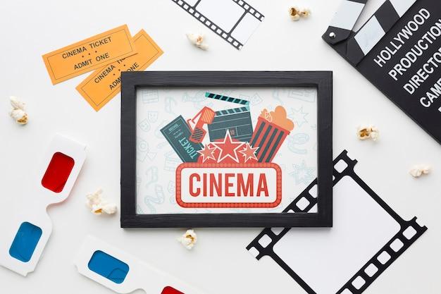 Cinéma Maquette Dans Un Cadre Et Des Lunettes 3d Psd gratuit