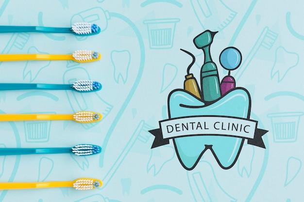 Collection De Brosses à Dents Avec Maquette De Clinique Dentaire Psd gratuit