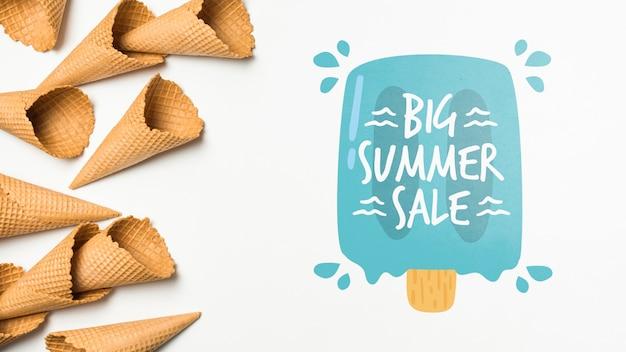 Composition de crème glacée d'été avec fond Psd gratuit