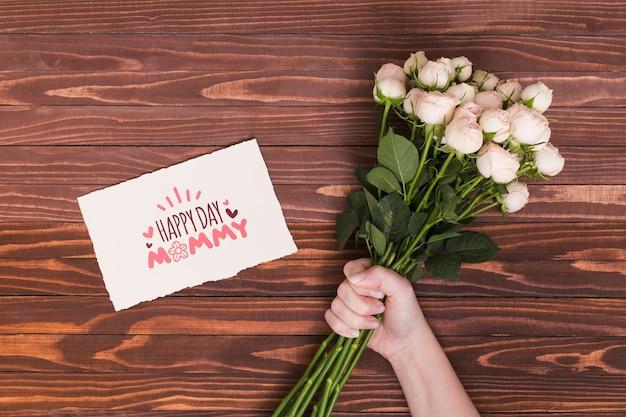Composition de jour de fête des mères laïques avec maquette de carte Psd gratuit