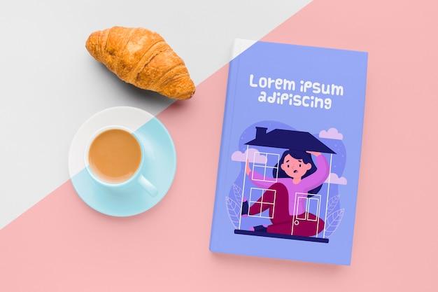 Composition De Maquette De Couverture De Livre Avec Tasse De Café Et Croissant Psd gratuit