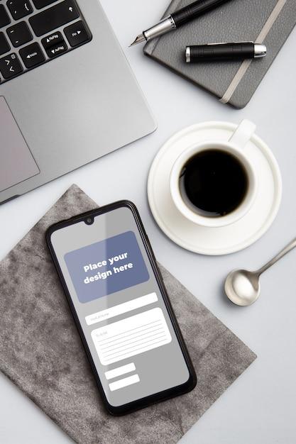 Concept De Bureau Vue De Dessus Avec Smartphone Psd gratuit