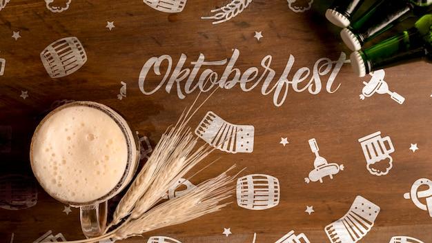 Concept oktoberfest sur fond en bois Psd gratuit