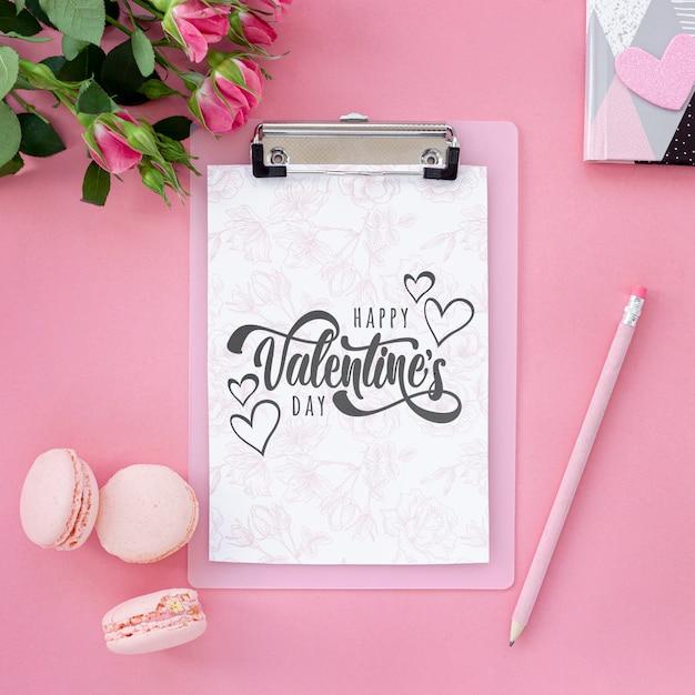 Concept De La Saint-valentin à Plat Avec Des Macarons Psd gratuit