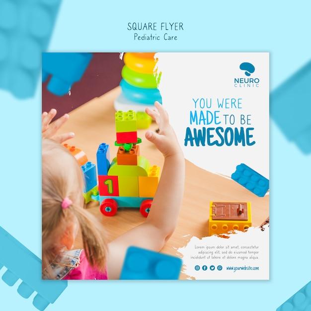 Concept De Soins Pédiatriques Style Flyer Carré Psd gratuit